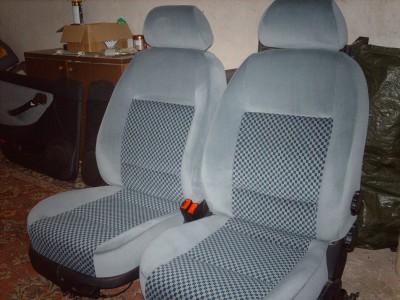 Priekinės SEAT Toledo sėdynės apsiūtos veliūru